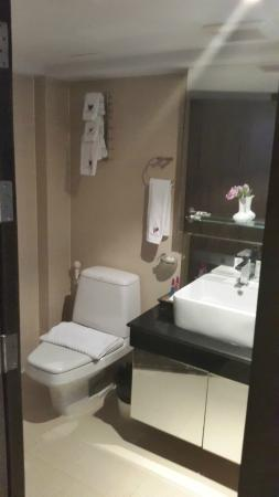 Paradiso Boutique Suites: Bathroom