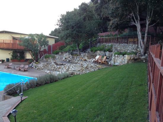Saddle Mountain RV Park : Lounge area by the pool.