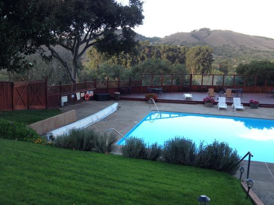 Saddle Mountain RV Park : Pool and deck
