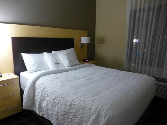 2 Bedroom Suite Bedroom - Picture of TownePlace Suites by Marriott ...