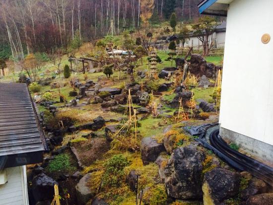 Yawaraginosato Hoheikyo Onsen: ライトアップされる庭