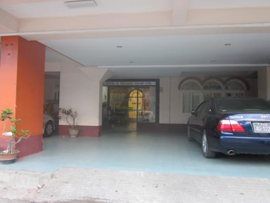 Jewel Hotel : 玄関