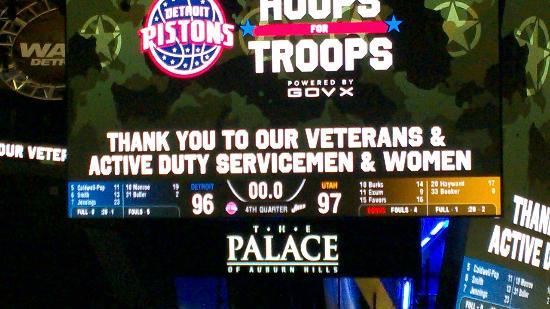 Palace of Auburn Hills : Tribute to veterans