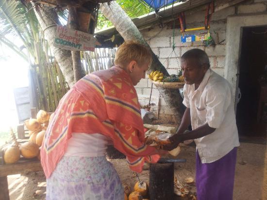 Our World Wi Fi Cafe: Вынимаем сердцевину из кокоса после того как выпили сердцевину.