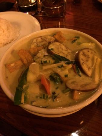 Thai Mango : Green vegetable curry with tofu and side of white rice (top left)