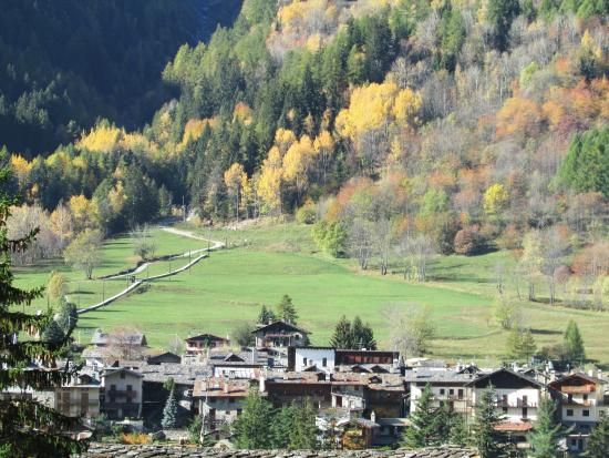 Autunno picture of courmayeur valle d 39 aosta tripadvisor for Auberge de la maison courmayeur aosta valley italy