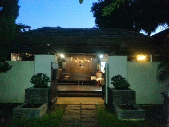 Ploy Guest House : entree