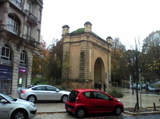 Porte Serpenoise: En 1902-1903, démantèlement des remparts