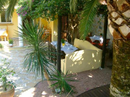 Hotel Montemar: Frühstück im Garten