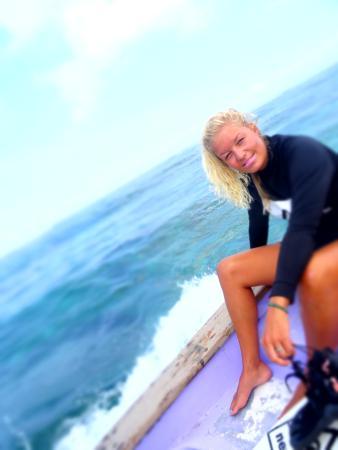 Newbro Surfing: Surfing girl