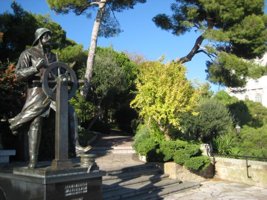 Dans les jardins de saint martin picture of vieux monaco - Saint cyprien les jardins de neptune ...