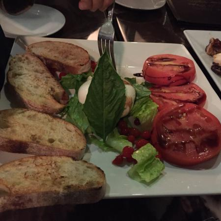 Casa di Pepe: Fresh mozzarella appetizer w tomato and tiny tomatoes from Peru. Excellent!!
