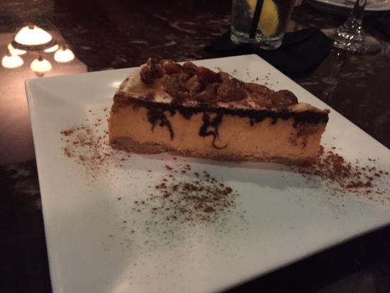 Casa di Pepe: Pumpkin cheesecake topped w walnuts
