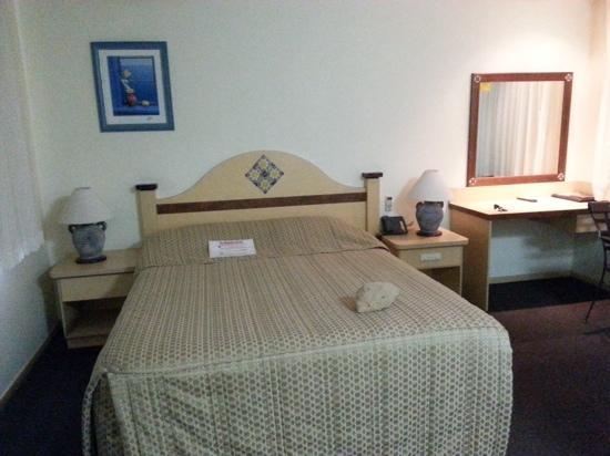 Villa Mirasol Motor Inn: Comfy bed