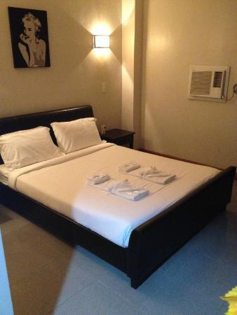 Holiday Plaza Hotel : Bedroom