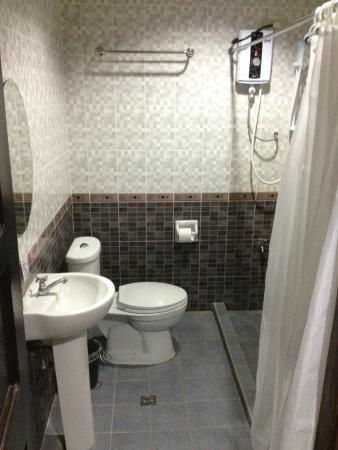 Holiday Plaza Hotel : Bathroom