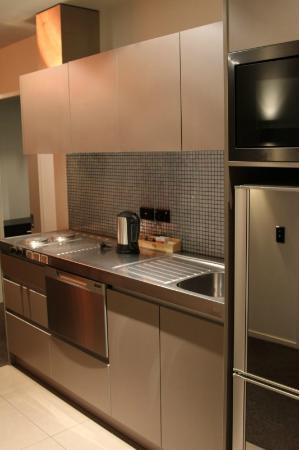 Waldorf Celestion Apartment Hotel: Kitchen