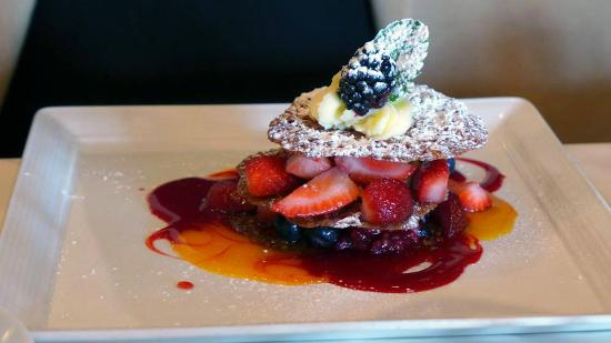Christopher's World Grill: Berry Napoleon
