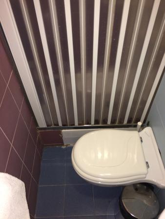 hotel alpi resort bagno angusto e senza bidet della camera 221