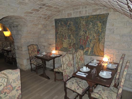 Best Western Le Jardin de Cluny : Breakfast Room