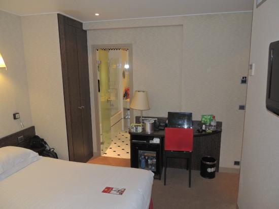 Best Western Le Jardin de Cluny : Room 301
