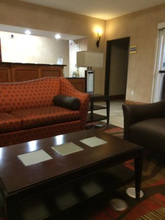 La Quinta Inn & Suites Houston Bush Intl Airport E: Lobby