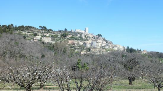 Château de Lacoste : 村の遠景