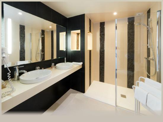 Inter-Hotel Foncillon : salle de bains suite