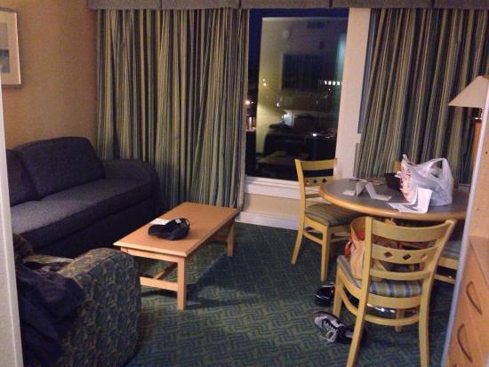 Wyndham Inn on the Harbor: Living area