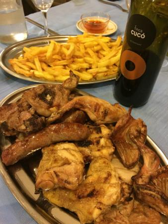 Hotel Mas Pere Pau: Parrillada de carne