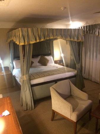 Crowne Plaza Leeds: Hutton suite