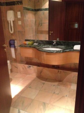 Laico Ouaga 2000 Hotel: Very nice sink area