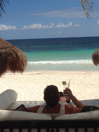 La Zebra Beach Restaurant and Tequila Bar: Mojito with a view