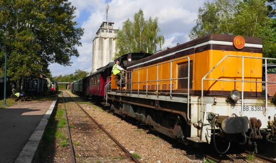 Pacy-sur-Eure, Frankreich: Old Engine on this 'chemin de fer'