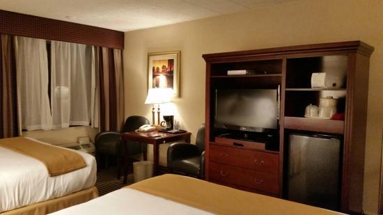 Holiday Inn Express Paramus: Great room