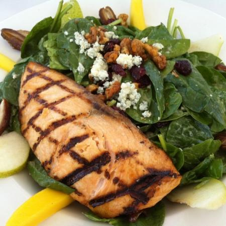 The Cafe at Shields: Shields Signature Salad with salmon