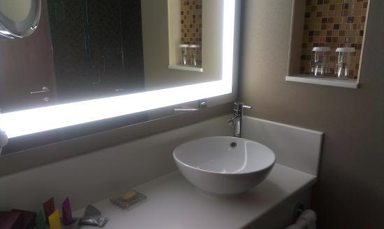 Crowne Plaza Riyadh Minhal: Bathroom