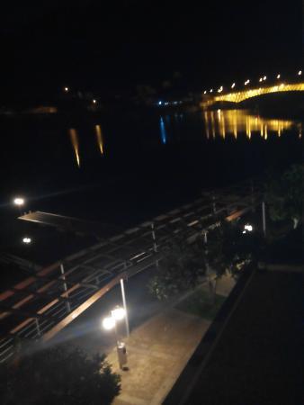 Hotel Porto Antigo: Vista do quarto noite
