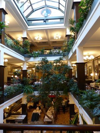 Le Cafe Du Commerce Review