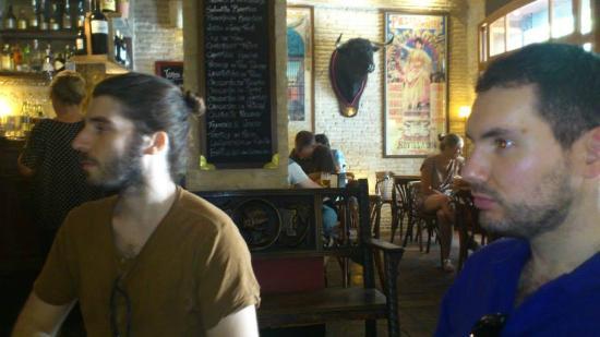 Bar El Baratillo: Decoración