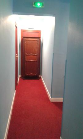 Couloir (ou décors de film d\'horreur) - Picture of Barthotel ...