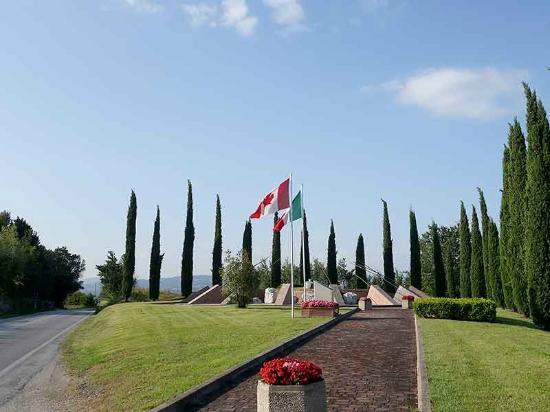 Tavullia, إيطاليا: Gothic Line Q204 Memorial
