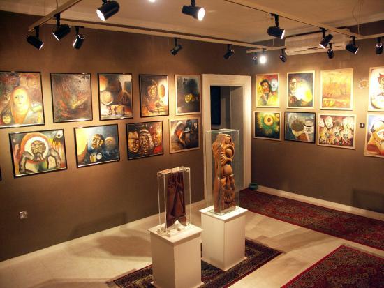 Mirror House: Khalifa Qattan Art Gallery