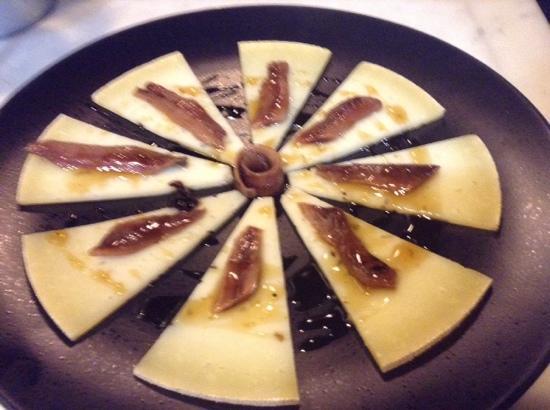 RIVERA: queso curado y anchoas del cantabrico