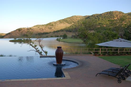 Kloofzicht Lodge & Spa: View of the dam from the conference room verandah