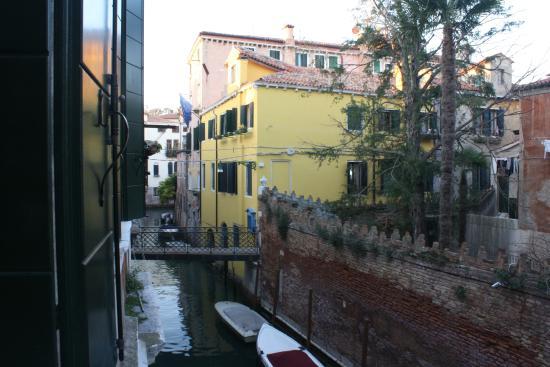 Ca' Querini San Marco B&B: canal view