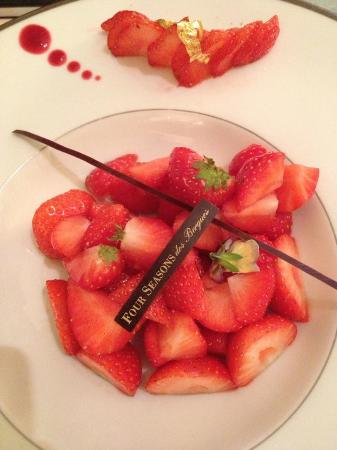 Four Seasons Hotel des Bergues Geneva: Strawberries (Room service)