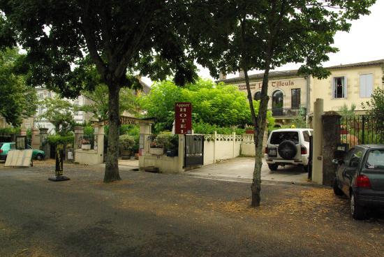 Apparthotel Les Tilleuls: L'apparthotel vu de l'allée des tilleuls