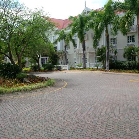 Southern Sun Emnotweni: Main Entrance