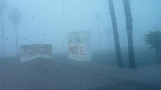 Sun 'n' Sands Motel: Was a little fogging this morning. View is from our window of our room.